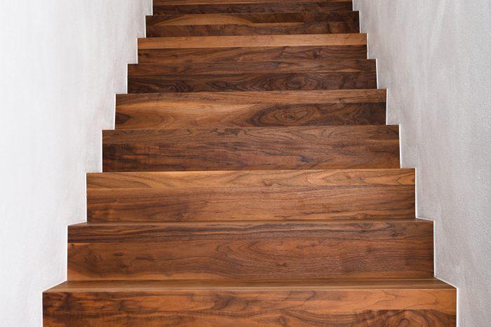 Treppe passend zum Parkett in Amerikanisch Nussbaum